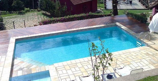 Como se limpia una piscina great piscina with como se - Como limpiar el fondo de una piscina ...