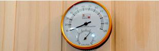Termómetro que indica la temperatura de funcionamiento de la sauna