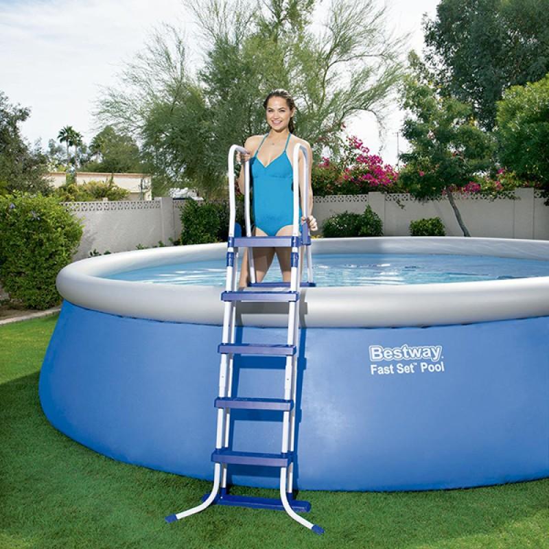 Escalera para piscina bestway 132cm 58332 outlet piscinas for Escalera piscina