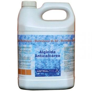 Comprar el alguicida y anticalcáreo de AstralPool,producto de acción rápida, para piscinas con cloración salina.