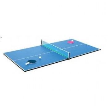 Tablero de ping pong con raquetas