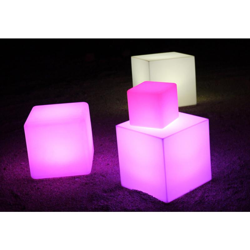 L mpara led cube para jard n outlet piscinas for Lamparas para piscinas