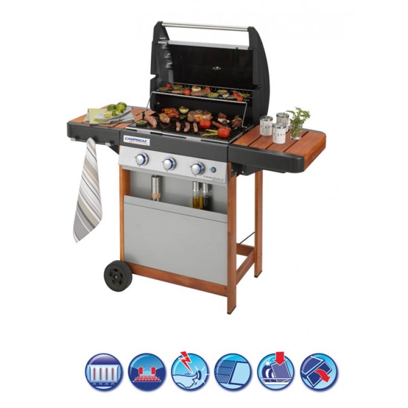 Barbacoa con mesas de madera y sistema modular de cocinado
