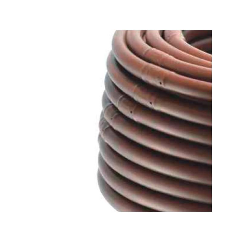Detalle Tubería riego goteo autocompensante en marrón