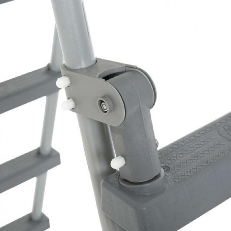 Detalle escalera de seguridad con plataforma Bestway