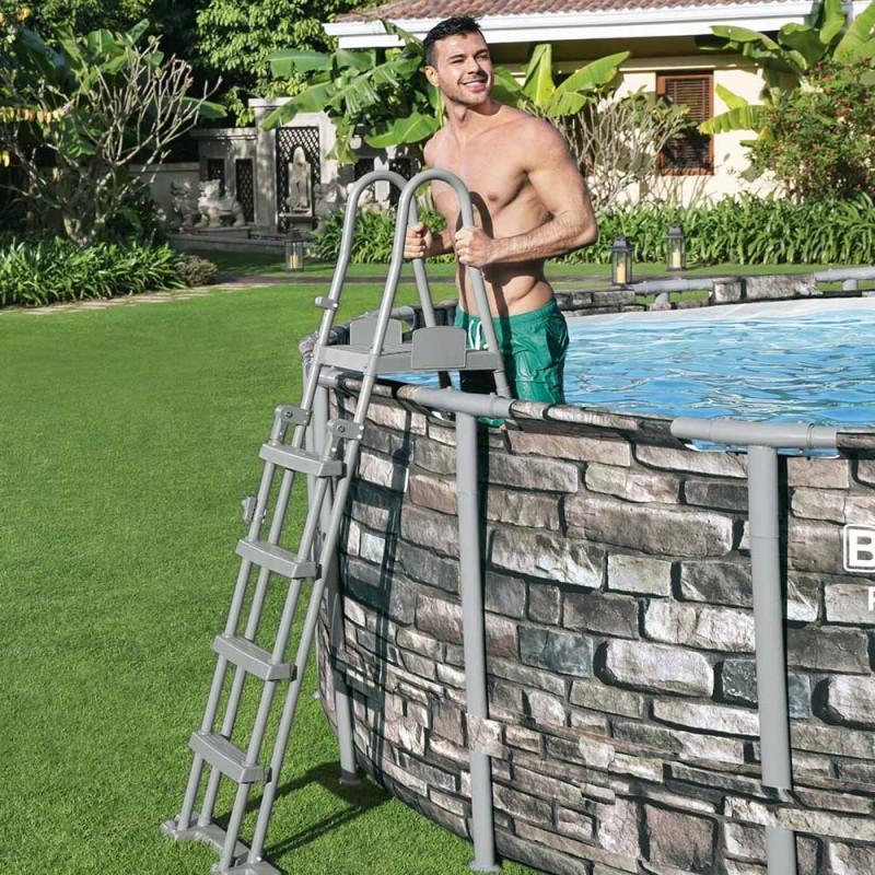 Escalera de seguridad para piscina elevada
