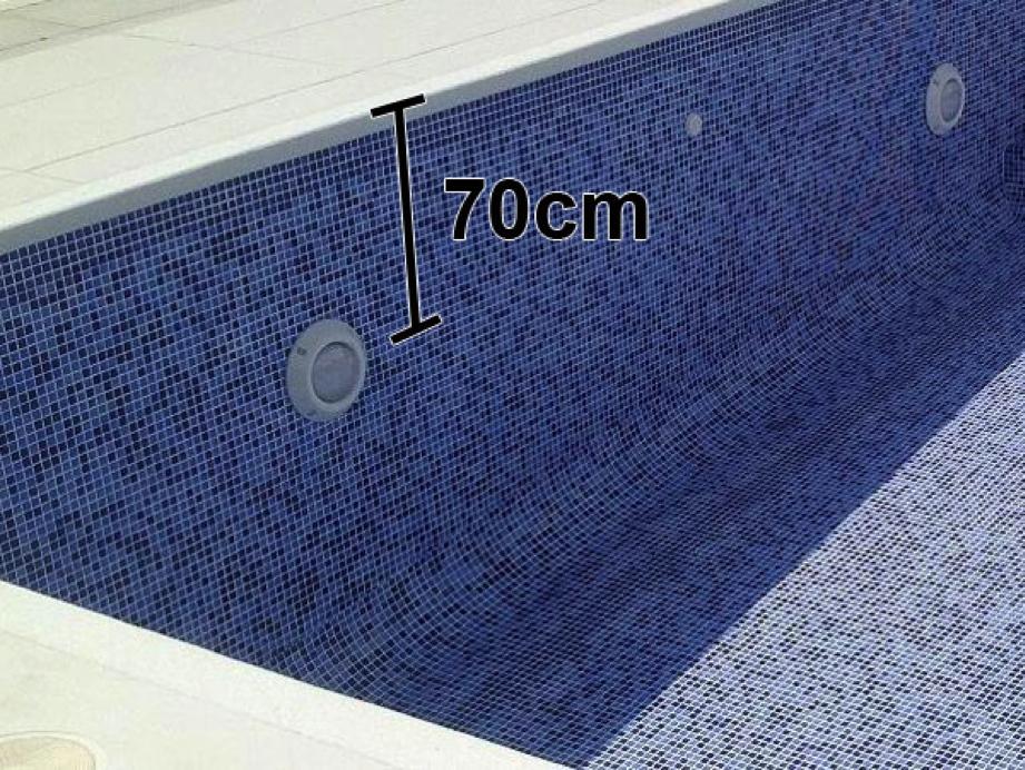 C mo iluminar una piscina outlet piscinas for Planos para hacer una piscina
